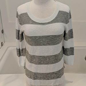 Gap knitted sweater in white and gray size small
